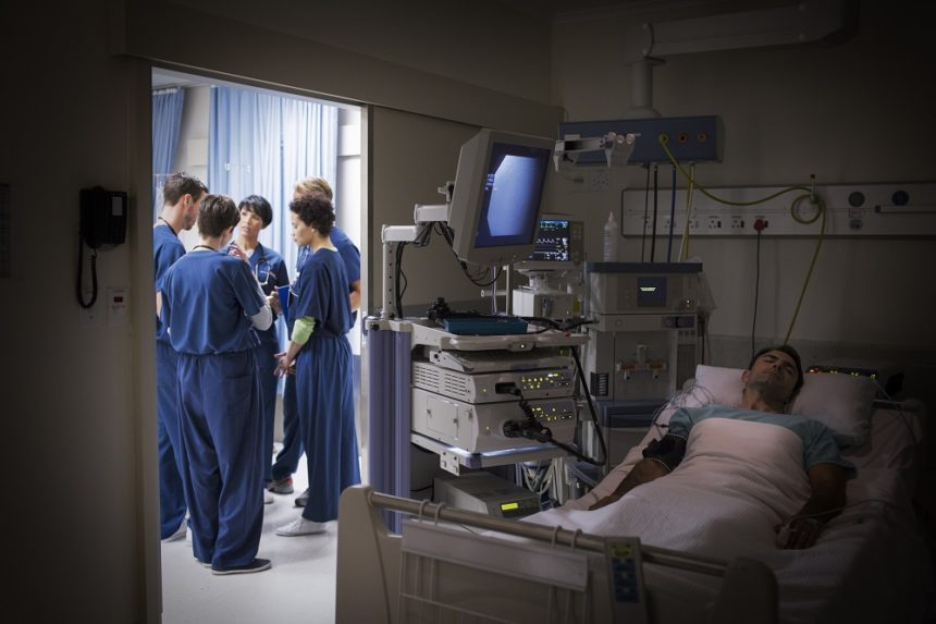 Hospital room, patient, physicians, surgeons